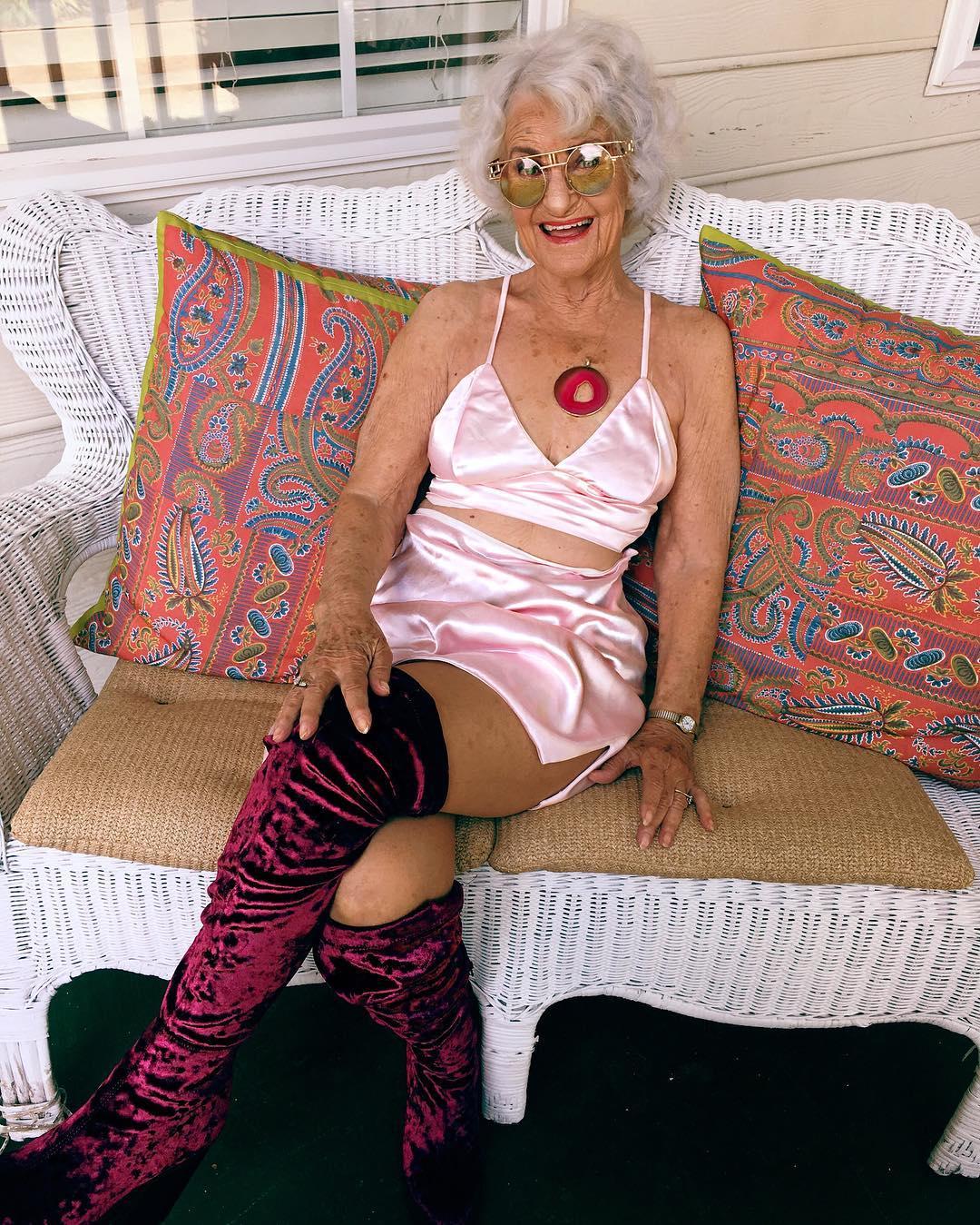 Пожилых фото секс старых американок девушку