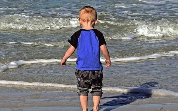 Когда на пляже потерялся ребенок, один парень нашел его родителей гениальным способом