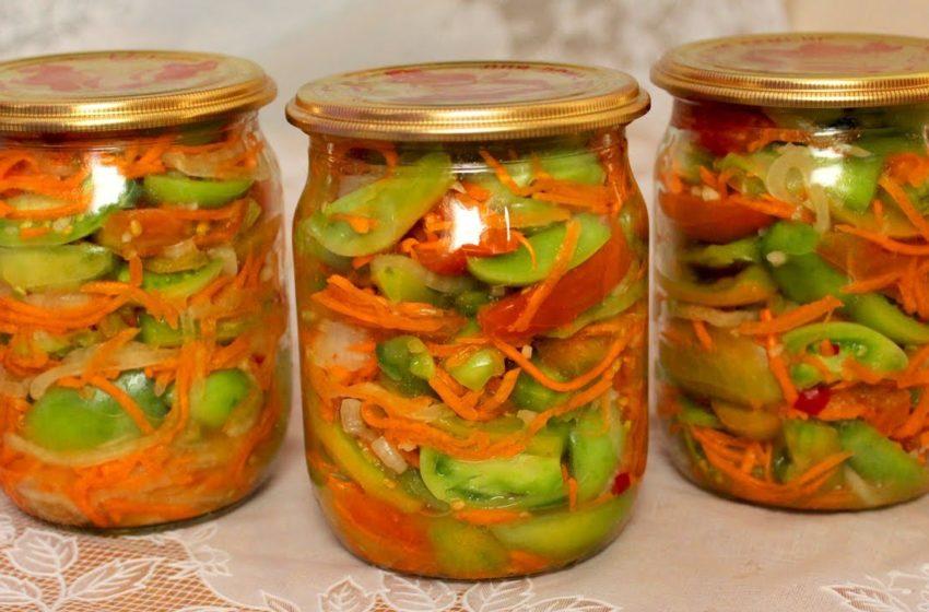 Пикантный, в меру острый маринованный зимний салатик: видео-рецепт
