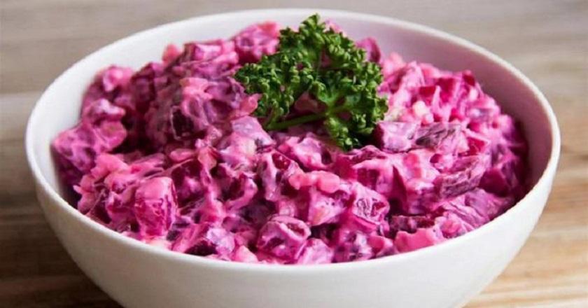 Вкусно и полезно: простой рецепт салата со свеклой